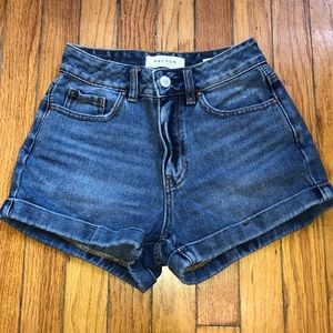 PacSun mom shorts.